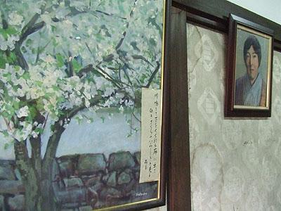 与謝野晶子肖像と大好きだったという「白桜」画