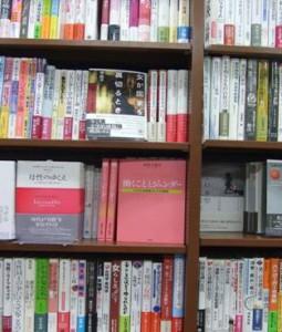 堂島ジュンク堂「ジェンダー論」の書棚に並びました(4月20日)