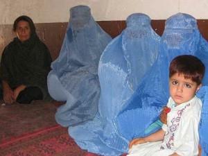 アフガニスタン女性とヘジャブ