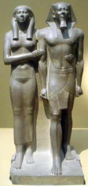 『メンカウラー王と王妃の粘板岩二体像』 ボストン美術館
